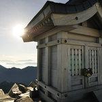 岳沢小屋 - 6:05 奥穂高岳登頂、山頂の祠
