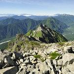 岳沢小屋 - 前穂高岳山頂から明神岳と上高地