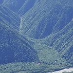 岳沢小屋 - 前穂山頂から見下ろす「徳沢」