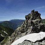 岳沢小屋 - 飛び出した岩を登り返す