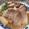 らーめん大 - 料理写真:福岡限定らーめん680円+100円で細切り肉。 野菜が少なめの代わりに キクラゲ・メンマなどが入って具材多めの華やか仕様(無料トッピングは不可)。