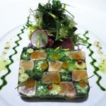 ラシェリール - タスマニアサーモンのミ・キュイと彩野菜のモザイク仕立て ビターサラダ添え