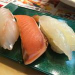 鮨処 あすか - 旬鮮3貫握り(白ボタン海老・鮭たたき・真鯛昆布〆)440円