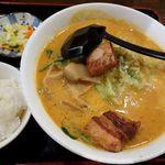 45901039 - 九龍新宿本店(担々麺 864円 ※半ライス・漬物付)