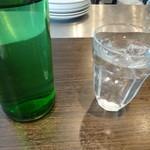 キャトルラパン - お水もオサレです