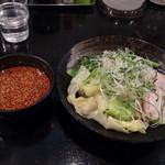 ばくだん屋 - 広島つけ麺802円醤油タレ辛さ3倍