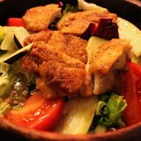カリカリチキンとアボカドのサラダ