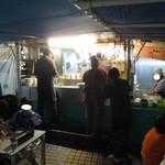 池田屋ごんちゃん - テントの中。満席です♪