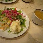 ポエム - セットのサラダとカップスープ