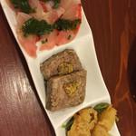 oro - 料理写真:カルパッチョ、レバパテ、かきのフリッター
