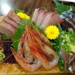 居酒屋 酒元 - 料理写真:刺し盛り5点 980円 マグロの色が変わってる・・・(vv)