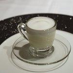 ポンテ デル ピアット - イカ墨とじゃがいものスープ、カプチーノ仕立て