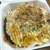 じゃんぼ総本店 - 料理写真:豚玉のお好み焼きにイカ・そば・卵をのせたモダン風です