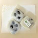 御菓子処 みつや - 料理写真:大福1個、130円です。