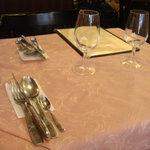 フランス料理店 牛肉食堂 COWBELL - テーブル