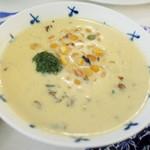 TAPiR - 太刀魚プレート(2300円)の豆乳仕立ての豆スープ