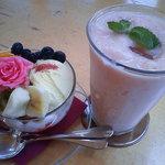 ローズファーム - バラパフェと桃ヨーグルトシェイク