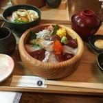 ゑびや大食堂 - 月見伊勢うどんと海鮮てこね寿司