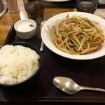 満留寿 - 豚肉とニラもやし炒め!
