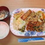 金壷食堂 - バイキング500円。最初は、全種類、少しずつ。