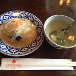 ライカノ - セットの春雨サラダとスープ