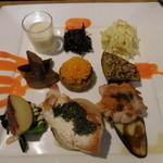 日水土 - 野菜料理の盛り合わせ;神山鶏のロースト