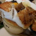 日水土 - 大根の白味噌豆乳グラタン、上に真鯛のポアレ