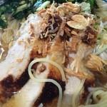 どうとんぼり神座 - 蒸し鶏とフライドオニオン