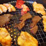 焼肉レストラン 鶴松 - 焼き中