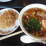 赤門 - 昔ながらの醤油ラーメン&半チャーハンのセット800円(2015.12.29)