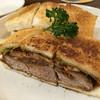 ワーズカフェ - 料理写真:カツサンド 脂身のないヒレカツにサルサソースとウスターソースミックス