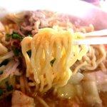らぁ麺 三軒屋 - 食感もちもちの自家製中太麺!