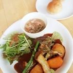 カフェモ・ルタオ - ニューイヤープレート(牛肉の赤ワイン煮)1,728円 2016/01