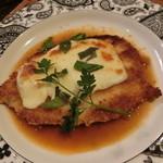 陽に吹かれ - 森林鶏のグリル モッツァレラチーズ焼き バジルソース