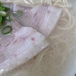 46110267 - 半透明に感じる豚骨スープ