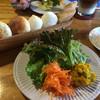 ゴンノ ベーカリー マーケット - 料理写真:パン サラダ
