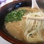 ドルフィン - 麺はこんな感じ 中細麺はあまり伸びない
