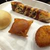 パンのトラ - 料理写真:ふわふわチョコ棒 王様のメロンパン パリパリピロシキ カレーパン