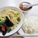 辰巳軒 - 肉入り野菜炒め600円+ライス200円 (^^