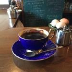 カフェ・ハル - ここのコーヒーは、抜群に美味しいです、今回はブルーのカップでいただきました(2016.1.5)