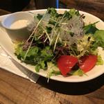 スペインバル バリオ - サラダランチ用サラダ。盛りが他より多め