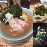 横浜家系 侍 - 今年のラーメン食べ始めは 地元の家系ラーメン 侍へ 家系ラーメンといえば濃厚スープですよね。 またライスにQちゃんを乗せるトッピングが最高 麺はいつも柔麺で注文 ライスは、50円で半ライスも同じ値段 海苔増しがオススメです。 ご馳走様でした。