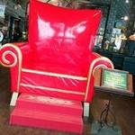 46154465 - 幸運の赤い椅子