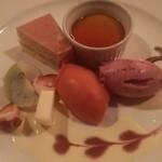 ぶどう亭 - 苺のムース、カスタードプリン、カシスとブルーベリーのシャーベット