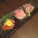 個室居酒屋 お魚に恋をして - 刺身3種盛り。サーモン、ブリ、ハマチ‼️