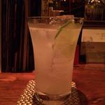バトラー - マスカットと柚子のロングカクテル