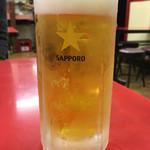珉珉 - 鍋貼餃子(焼き餃子) にはやっぱりコレでしょう〜!ジョッキはキンキンに冷えています〜(*^◯^*)