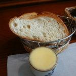 洋食のかね吉 - バターがたっぷりのパン