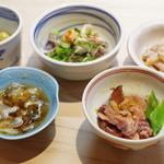 たこつぼ - 烏賊、ナマコ、青肌豆、鯛の皮、蝦蛄の爪