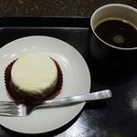 スターバックスコーヒー - 料理写真:「コスタリカ ラ キャンデリラ」のプレス&ホワイトザッハトルテ
